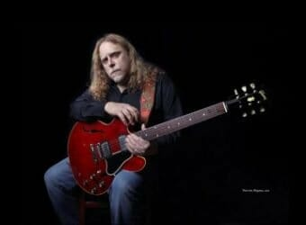 1325993503_warren_haynes-main_background