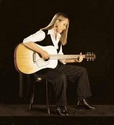 Fiona_Boyes_-_Acoustic_Portrait